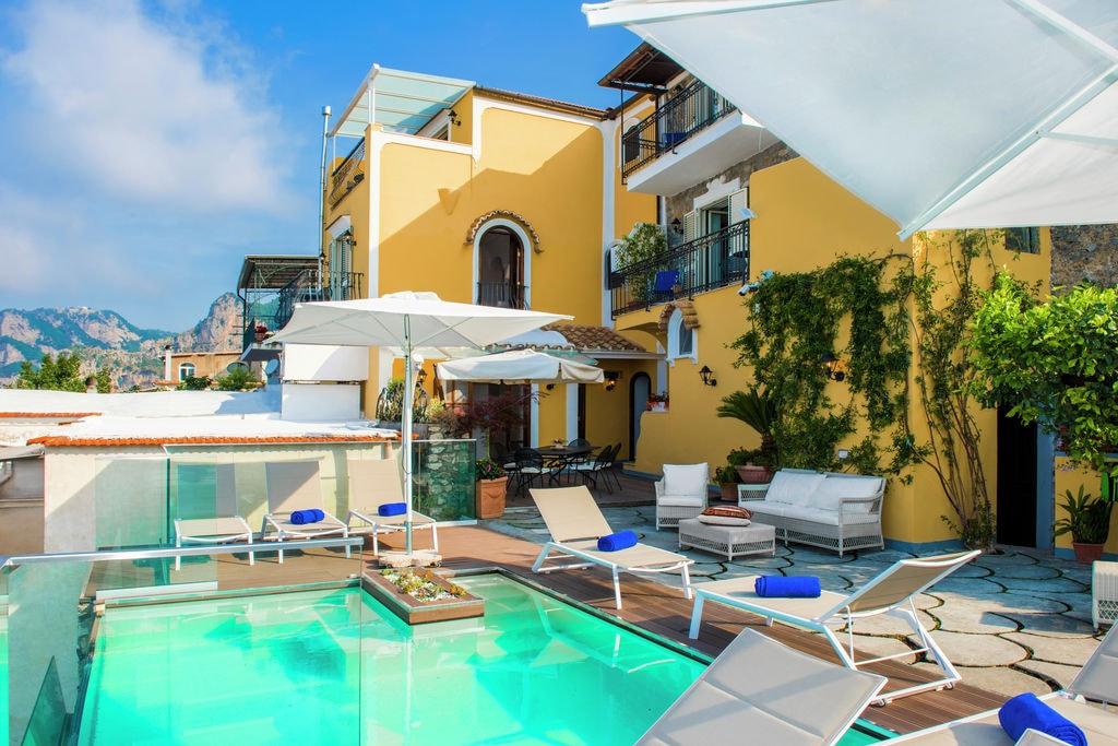 Nocelle- Villa met zwembad  met wifi te huur