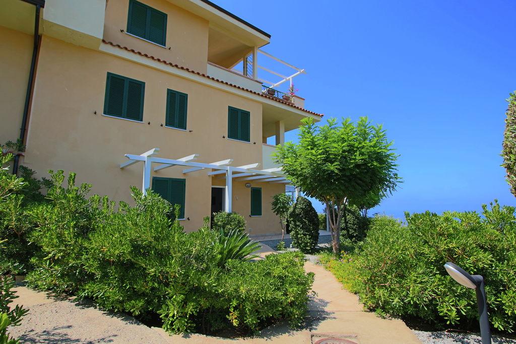 Appartement huren in Parghelia - met zwembad   met zwembad voor 6 personen  Appartement Bottone ligt in een ni..