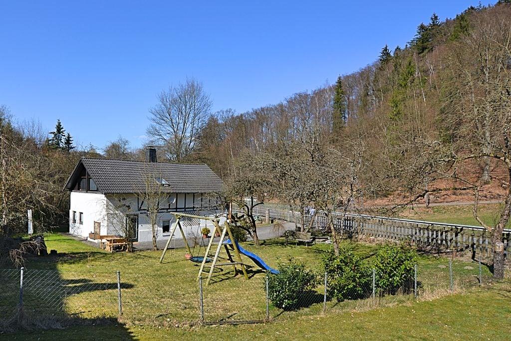 Schitterend vakwerkboerderij met tuin, haard en bar in het Sauerland - Boerderijvakanties.nl