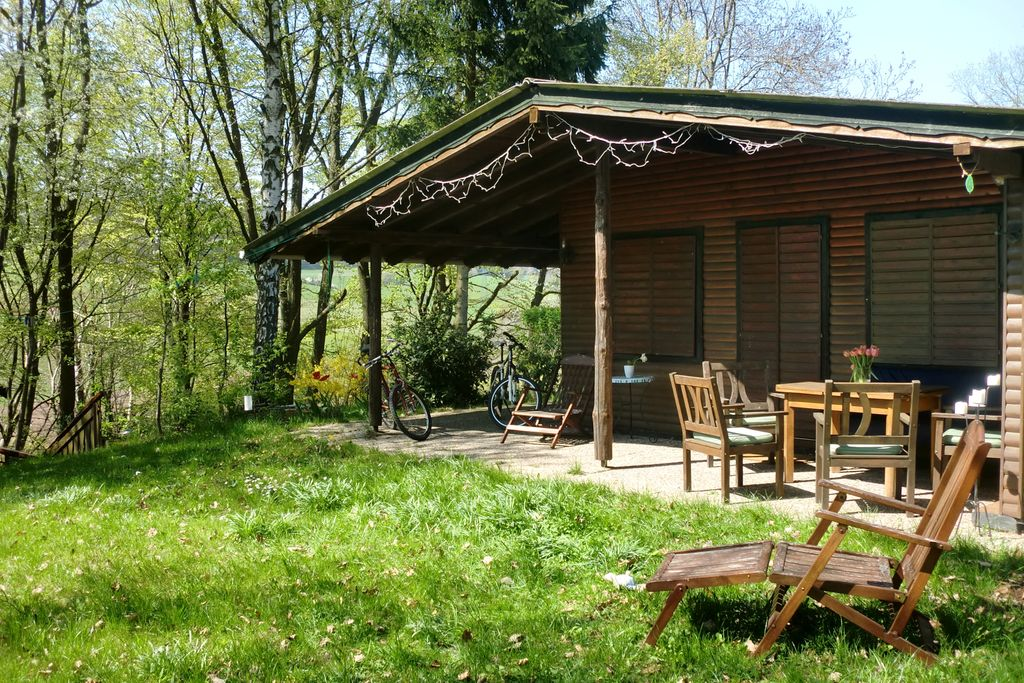 Hondvriendelijke vakantiewoning met overdekt terras in het Knüllgebergte - Boerderijvakanties.nl