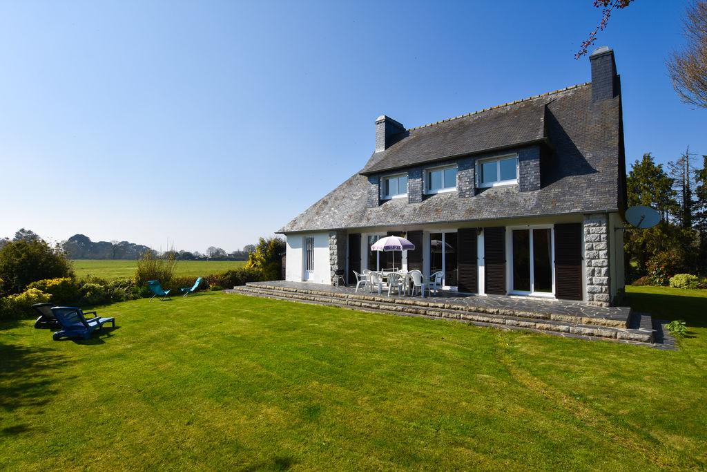 Ruim vakantiehuis met een grote tuin en prachtig uitzicht dicht bij Morlaix - Boerderijvakanties.nl