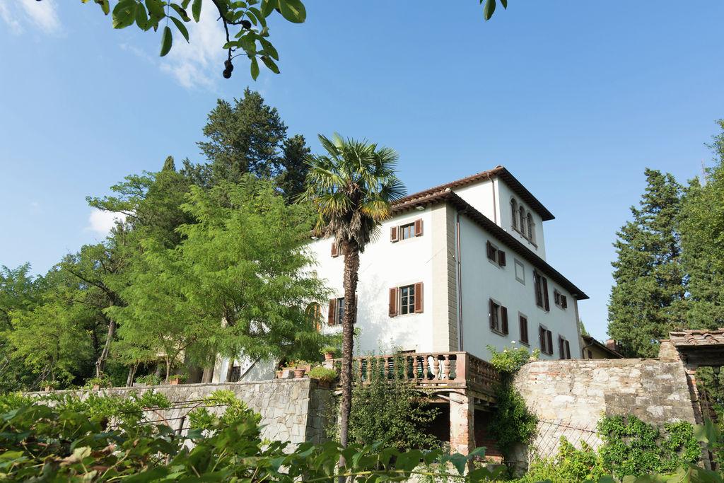 Prachtige villa op een heuvel net buiten Florence met weelderige tuin en zwembad - Boerderijvakanties.nl