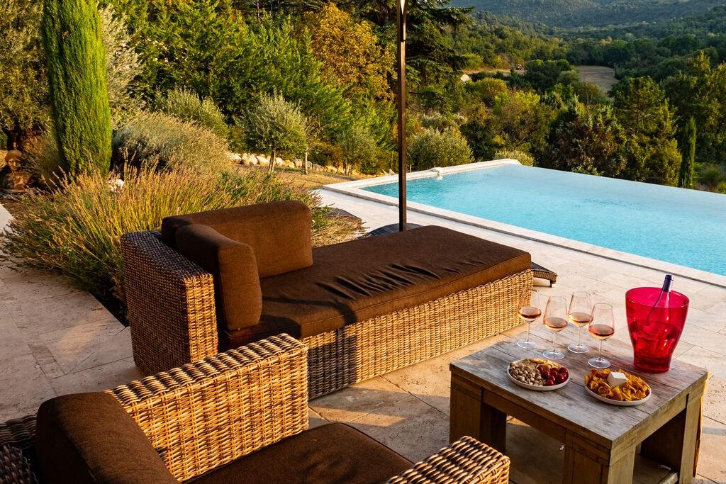 Luxueuse ruime villa in de Provence met overloopzwembad, buitenkeuken, petanque en ruime tuin - Boerderijvakanties.nl