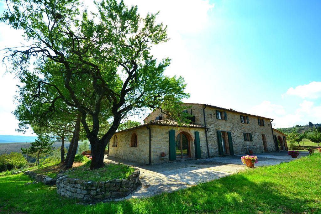 Een prachtig huis met adembenemend uitzicht, groot privézwembad, vlakbij Pisa - Boerderijvakanties.nl