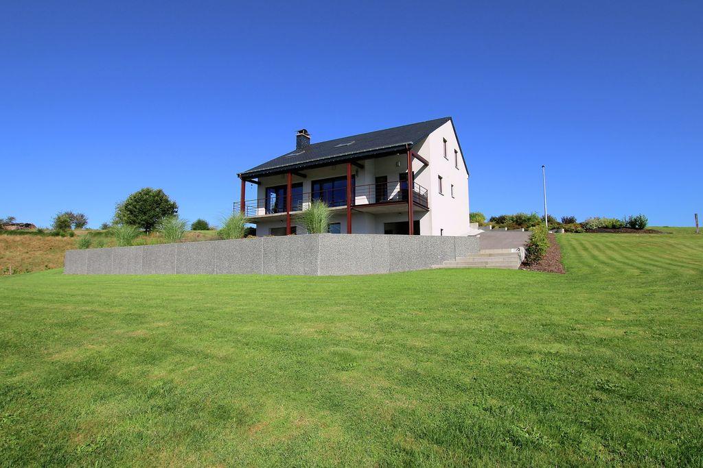 Mooi vakantiehuis met uniek uitzicht op de vallei, bij Herbeumont - Boerderijvakanties.nl