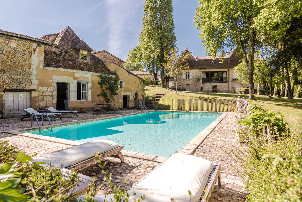 Rustieke villa in Sourzac met privézwembad en tennisbaan - Boerderijvakanties.nl