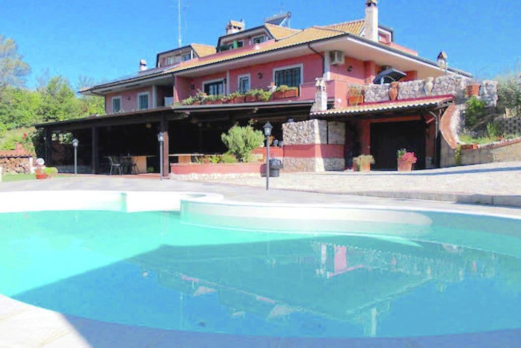 Monterotondo- Villa met zwembad  met wifi te huur