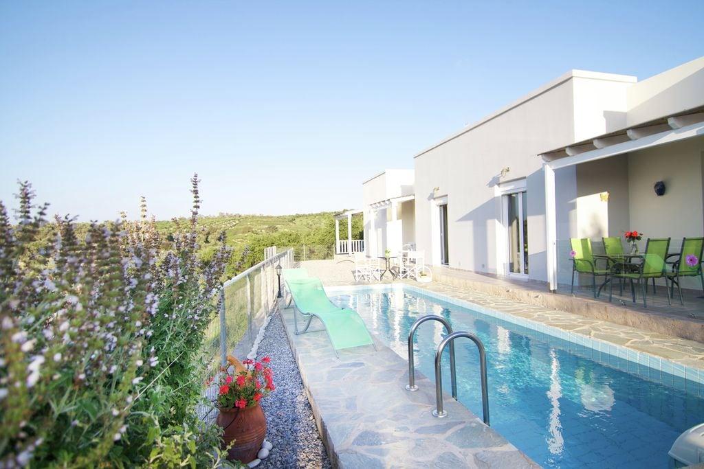 Vredig vakantiehuis in Agia Triada met zwembad - Boerderijvakanties.nl