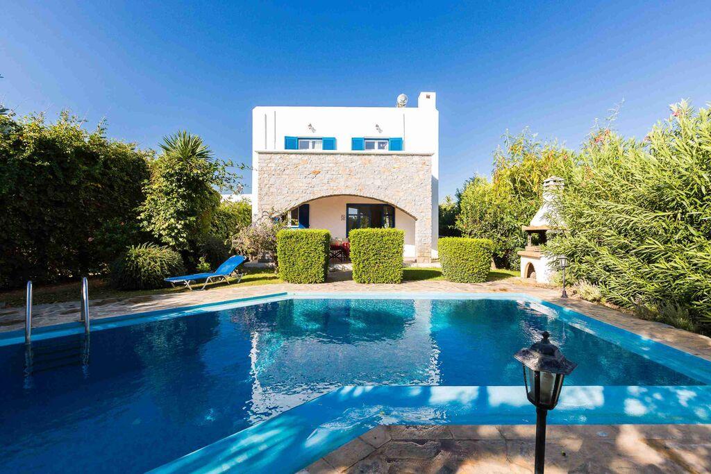 Mooie villa met zwembad nabij het strand. - Boerderijvakanties.nl