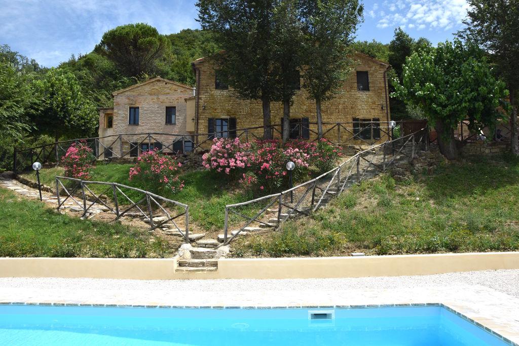 Serra-san-Quirico- Vakantiewoning met zwembad  met wifi te huur