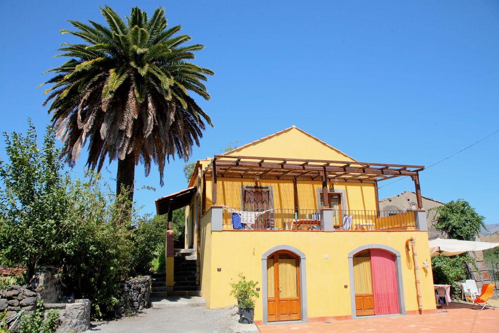 Castiglione-di-Sicilia- Appartement met zwembad  met wifi te huur