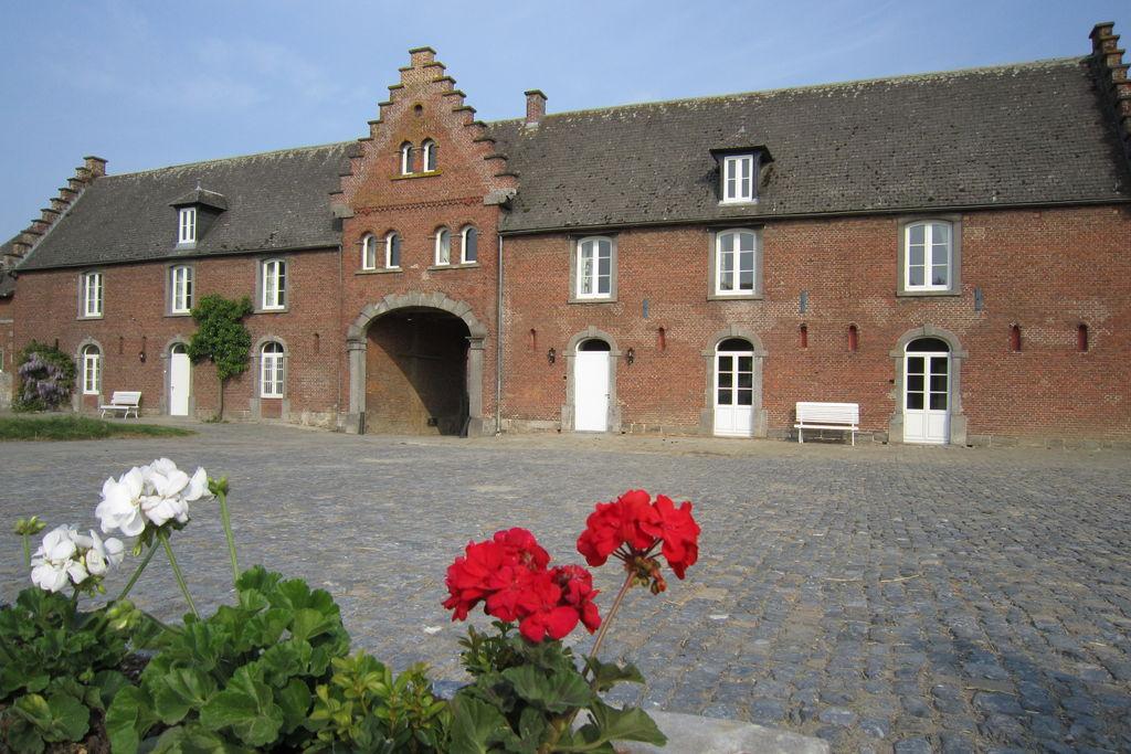 Gerenoveerd vakantiehuis in Gembloers in een kasteelhoeve - Boerderijvakanties.nl