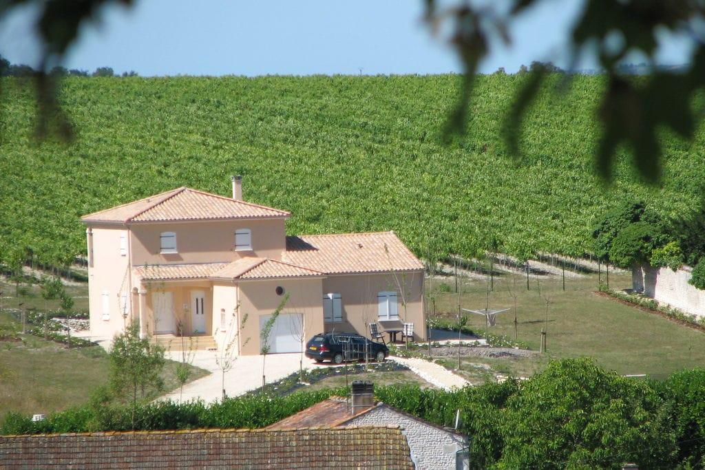 Appartement op begane grond met uitzicht over de tuin en de wijnranken - Boerderijvakanties.nl