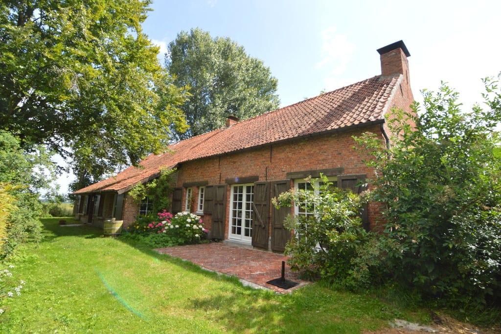 Prachtige boerderij tussen de weilanden in Hoogstraten - Boerderijvakanties.nl