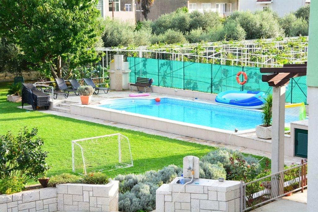 Leuk appartement in Dalmatië met overdekt terras - Boerderijvakanties.nl