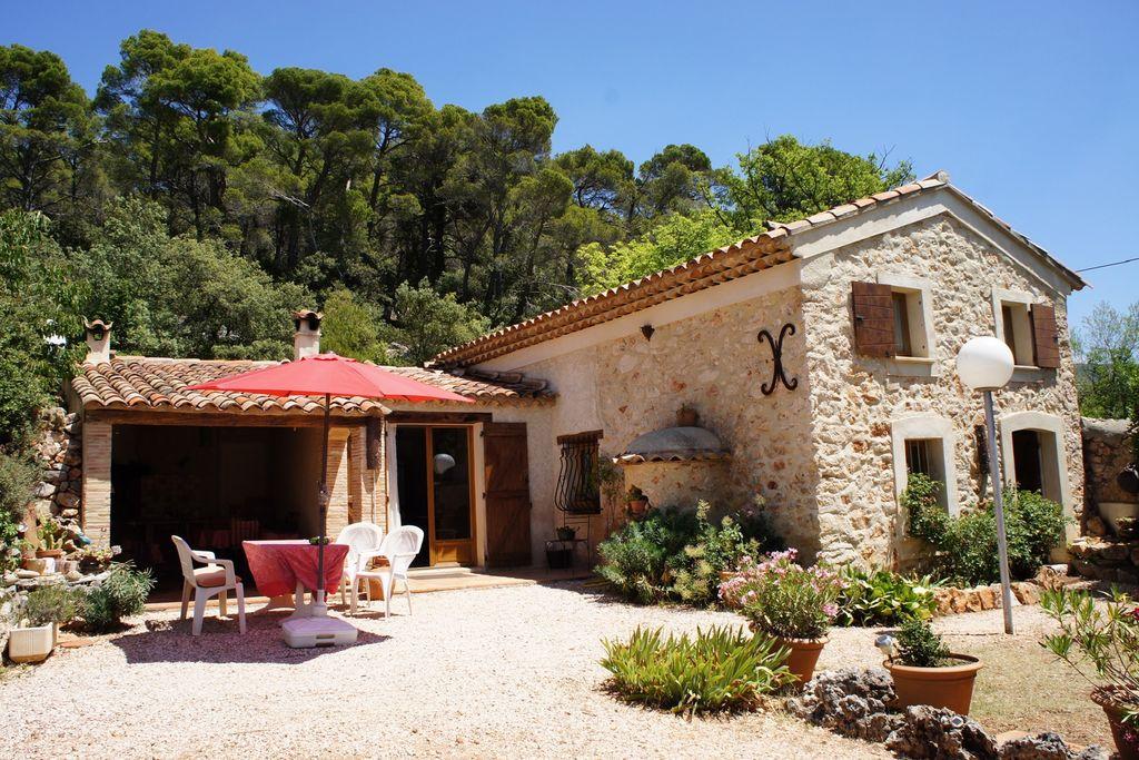 Natuurstenen huis in landelijk Provençaals landschap nabij Aups en het prachtige lac de Ste. Croix - Boerderijvakanties.nl