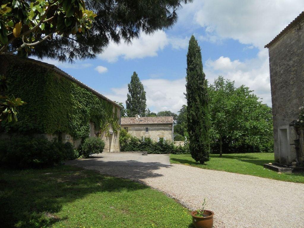 Maison de vacances Maison avec piscine privée dans les vignobles (1404549), Lussac, Gironde, Aquitaine, France, image 27