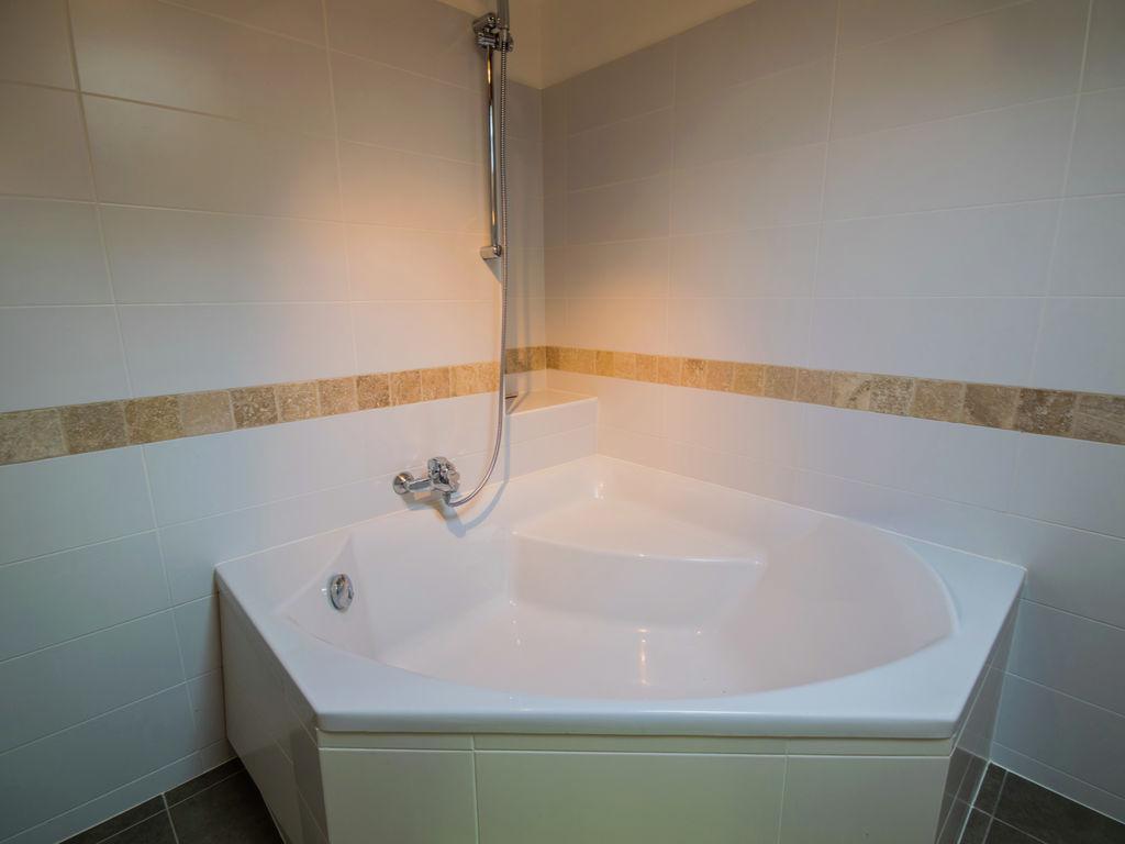 Maison de vacances Maison avec piscine privée dans les vignobles (1404549), Lussac, Gironde, Aquitaine, France, image 19