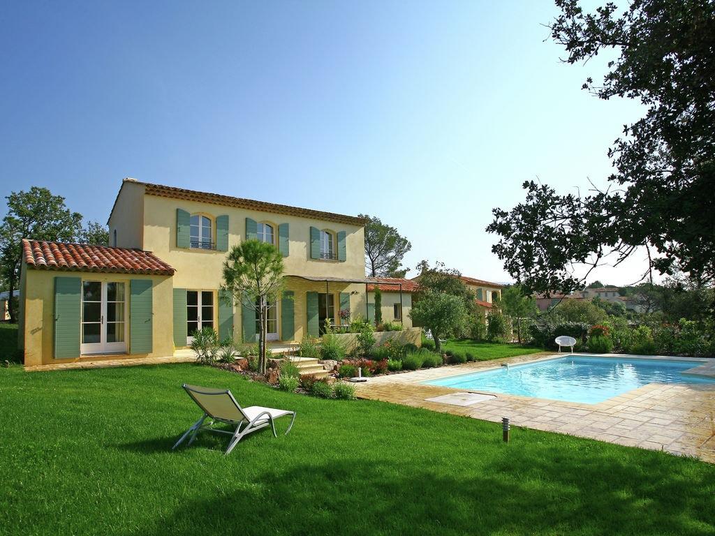 Große Villa mit eigenem Pool zwischen Proven Ferienpark