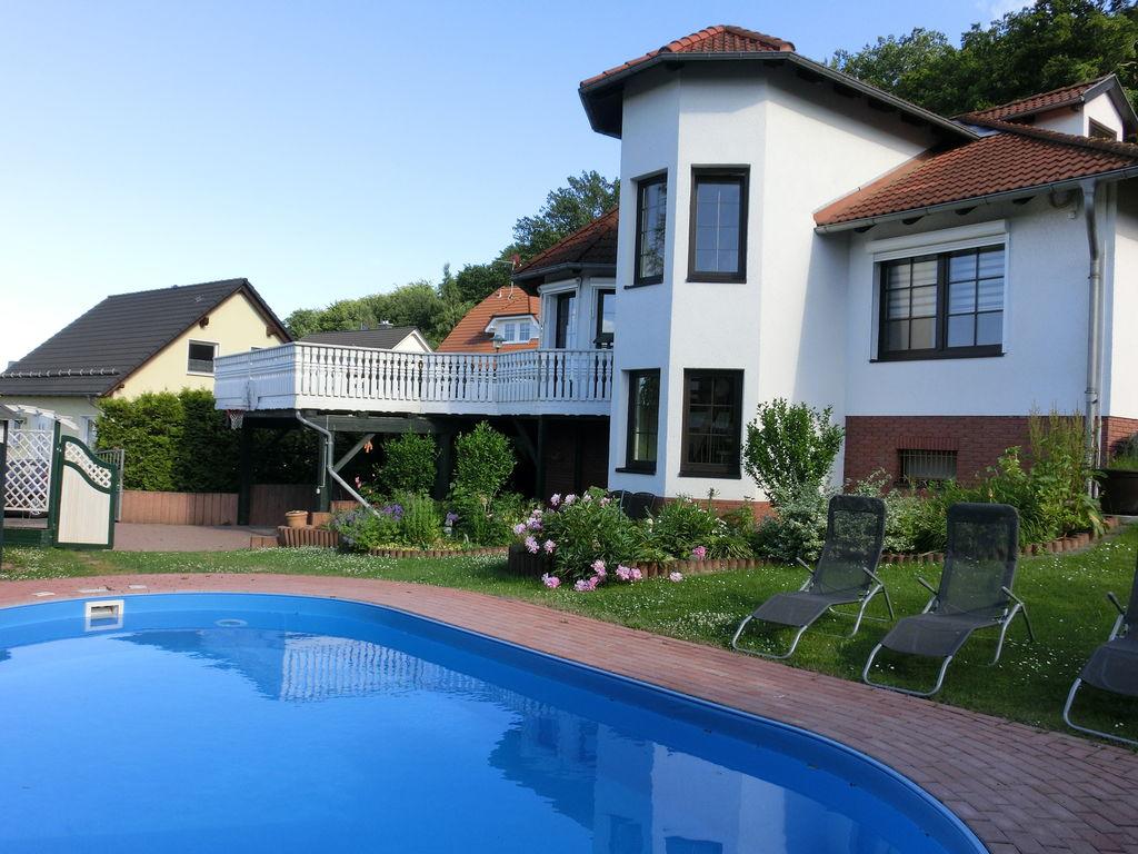 Geräumige Villa mit eigenem Swimmingpool in B Ferienhaus in Deutschland