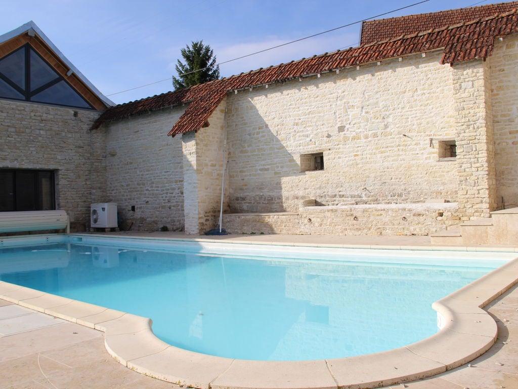 Ferienhaus Geräumiges Ferienhaus am Fluss in Channay (1379441), Laignes, Côte d'Or, Burgund, Frankreich, Bild 2