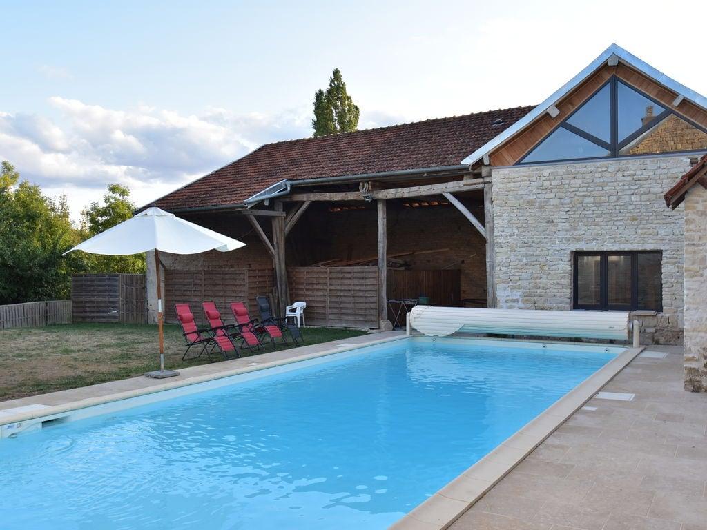 Ferienhaus Geräumiges Ferienhaus am Fluss in Channay (1379441), Laignes, Côte d'Or, Burgund, Frankreich, Bild 1