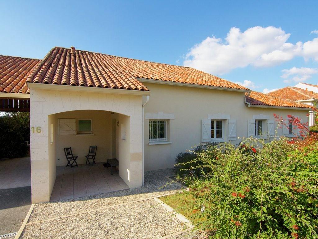 Ferienhaus Luxuriöse Villa in Rouzède mit privatem Pool (1443073), Montbron, Charente, Poitou-Charentes, Frankreich, Bild 3