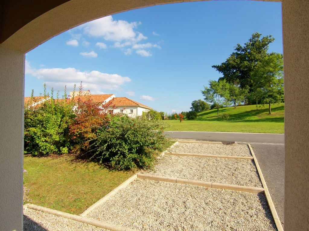 Ferienhaus Luxuriöse Villa in Rouzède mit privatem Pool (1443073), Montbron, Charente, Poitou-Charentes, Frankreich, Bild 5