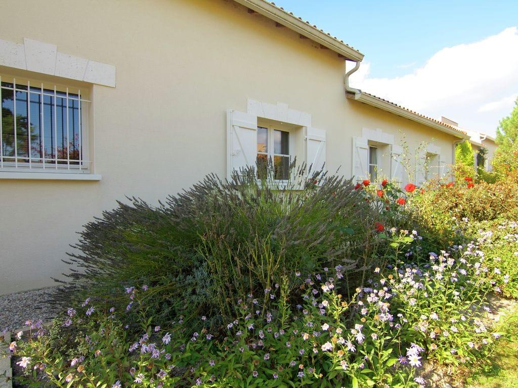 Ferienhaus Luxuriöse Villa in Rouzède mit privatem Pool (1443073), Montbron, Charente, Poitou-Charentes, Frankreich, Bild 24
