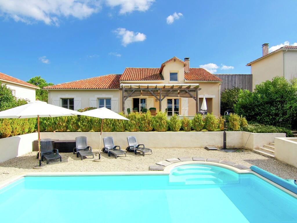 Ferienhaus Luxuriöse Villa in Rouzède mit privatem Pool (1443073), Montbron, Charente, Poitou-Charentes, Frankreich, Bild 2