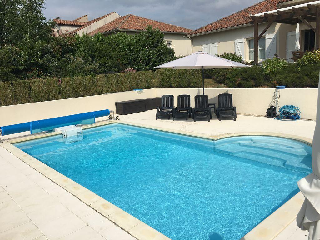 Ferienhaus Luxuriöse Villa in Rouzède mit privatem Pool (1443073), Montbron, Charente, Poitou-Charentes, Frankreich, Bild 4