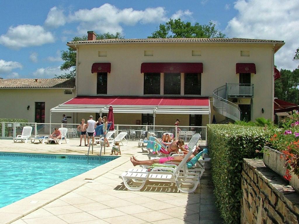 Maison de vacances Freistehende Luxusvilla in einem Naturreservat mit Schloss (1760910), Salles, Gironde, Aquitaine, France, image 26
