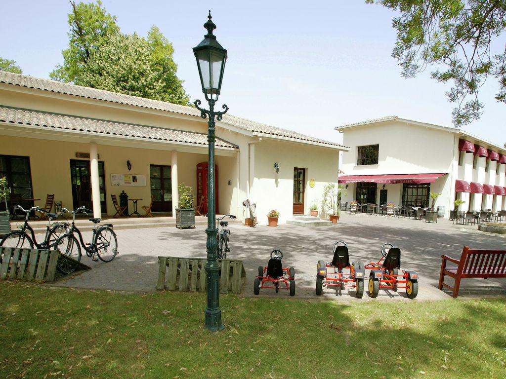 Maison de vacances Freistehende Luxusvilla in einem Naturreservat mit Schloss (1760918), Salles, Gironde, Aquitaine, France, image 11