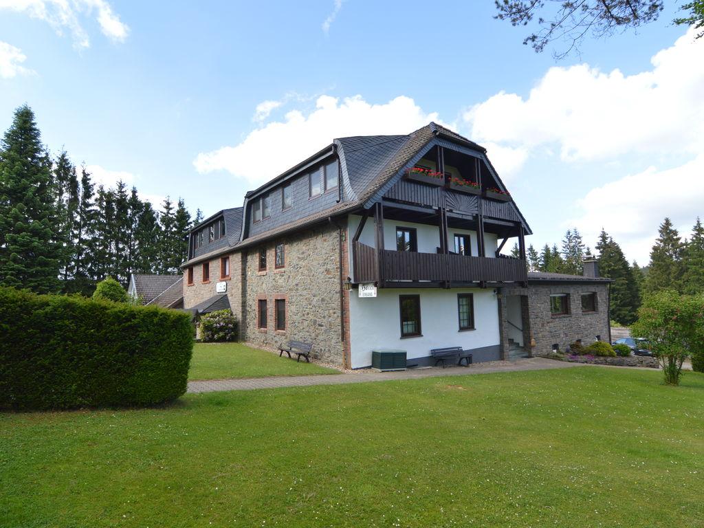 Luxuriöses Ferienhaus in Kalterherberg mit Sa Ferienhaus in Nordrhein Westfalen