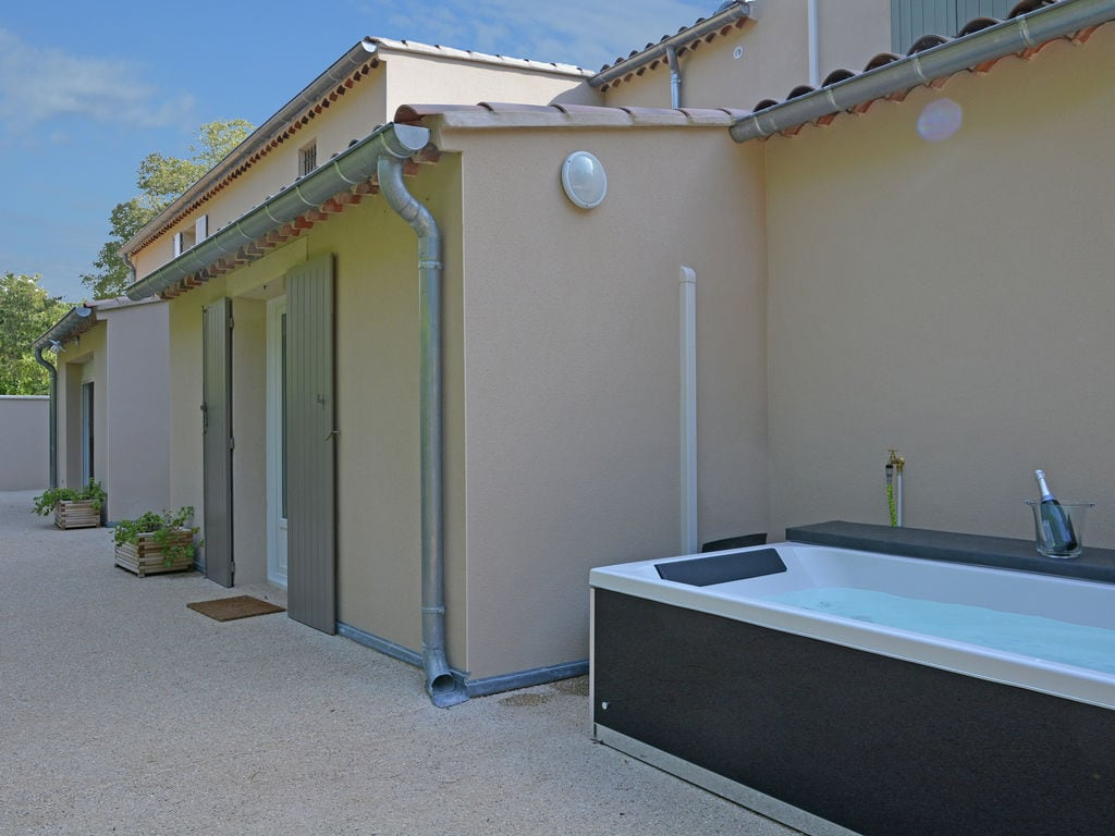 Holiday house Luxuriöse Villa mit Whirlpool in Carpentras, Provence (1760109), Carpentras, Vaucluse, Provence - Alps - Côte d'Azur, France, picture 4