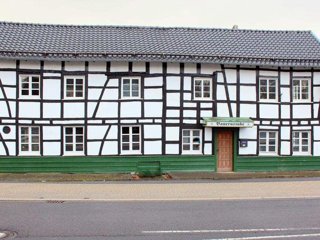 Geräumige, tierfreundliche Villa in Kalterher Ferienhaus in Nordrhein Westfalen