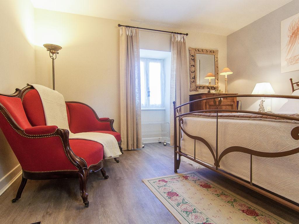 Ferienhaus Elegantes Ferienhaus in Chasteaux mit Terrasse, Grill, Liegestühlen (1997106), Saint Pantaléon de Larche, Corrèze, Limousin, Frankreich, Bild 12
