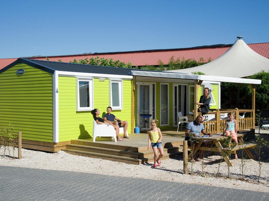 Ferienhaus Farbenfrohes Chalet mit Terrasse, nahe am See und Strand (2061530), Maurik, Rivierenland, Gelderland, Niederlande, Bild 1