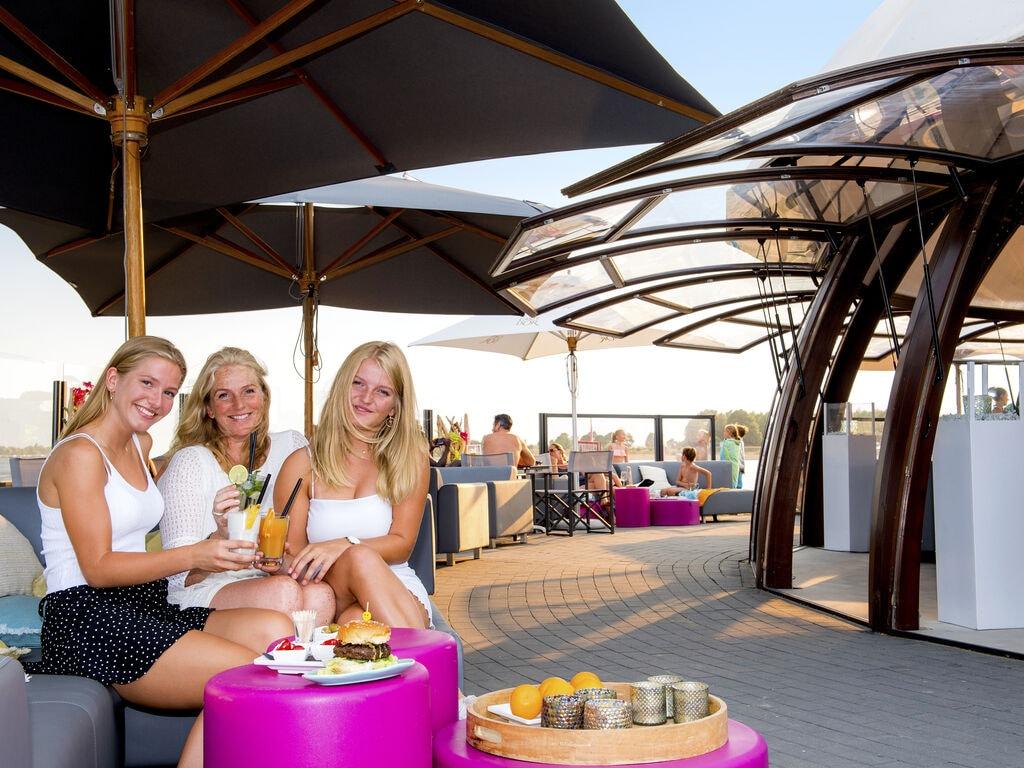 Ferienhaus Farbenfrohes Chalet mit Terrasse, nahe am See und Strand (2061530), Maurik, Rivierenland, Gelderland, Niederlande, Bild 20