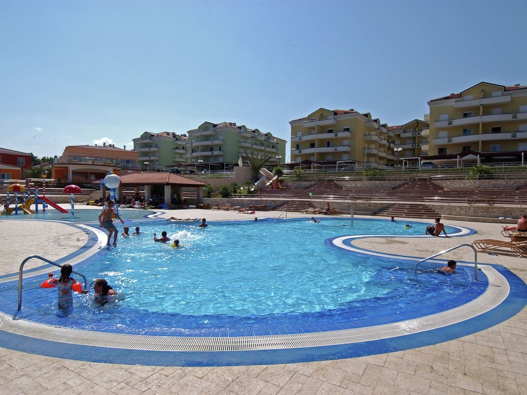 Comfortable apartment with a balcony and WiFi, 9km from Umag
