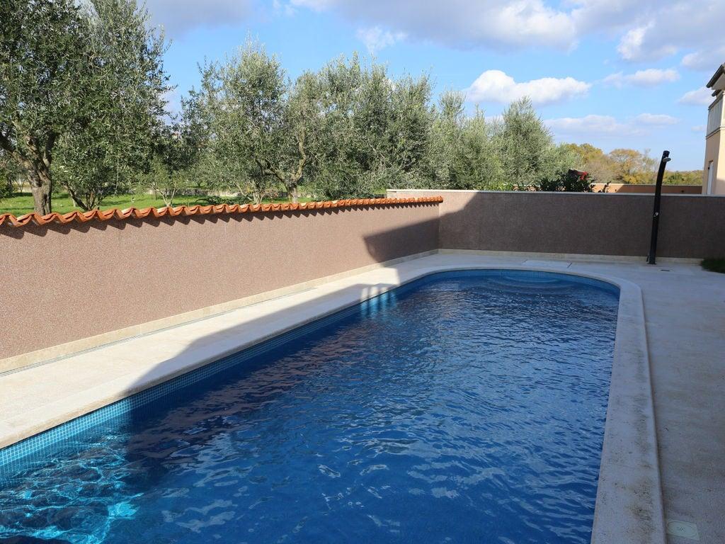 Ferienhaus Moderne Villa mit Swimmingpool in Loborika (2330592), Marcana, , Istrien, Kroatien, Bild 8