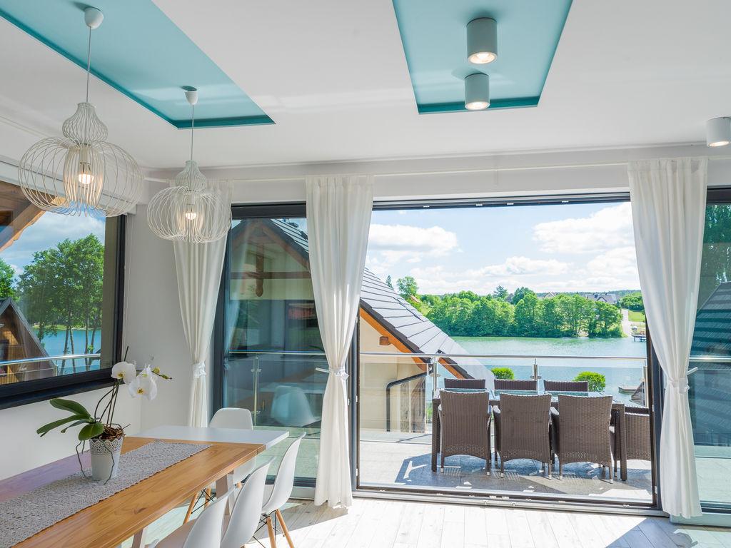 A luxury villa on the shore of the lake Ferienhaus