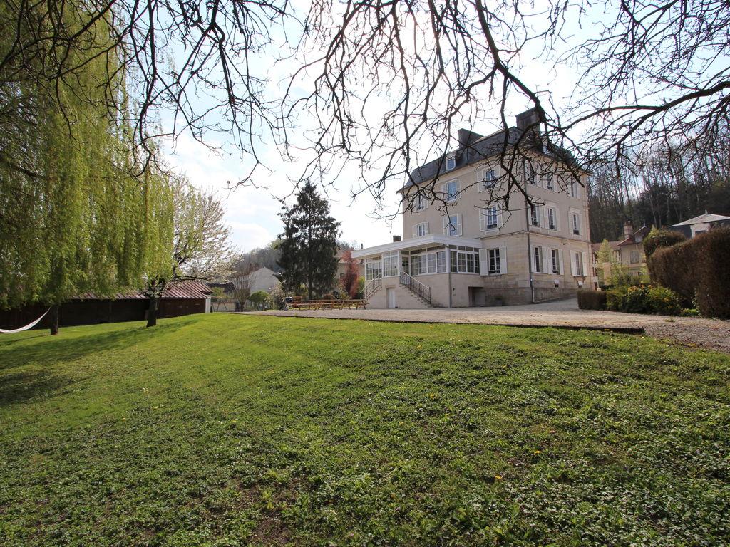 Traditionelles Schloss in Bar-sur-Seine in Flussn& Besondere Immobilie