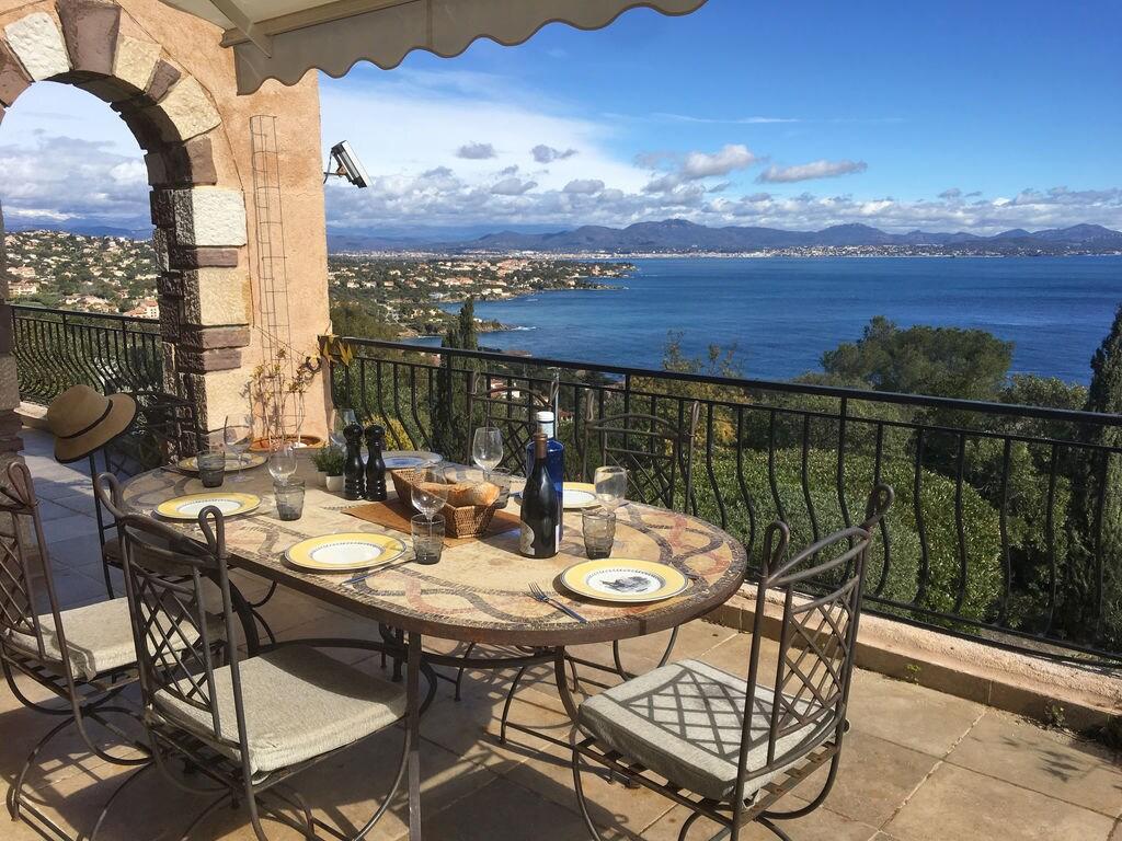 Ferienhaus Atemberaubende Villa mit Pool in Les Issambres (2410169), Les Issambres, Côte d'Azur, Provence - Alpen - Côte d'Azur, Frankreich, Bild 34