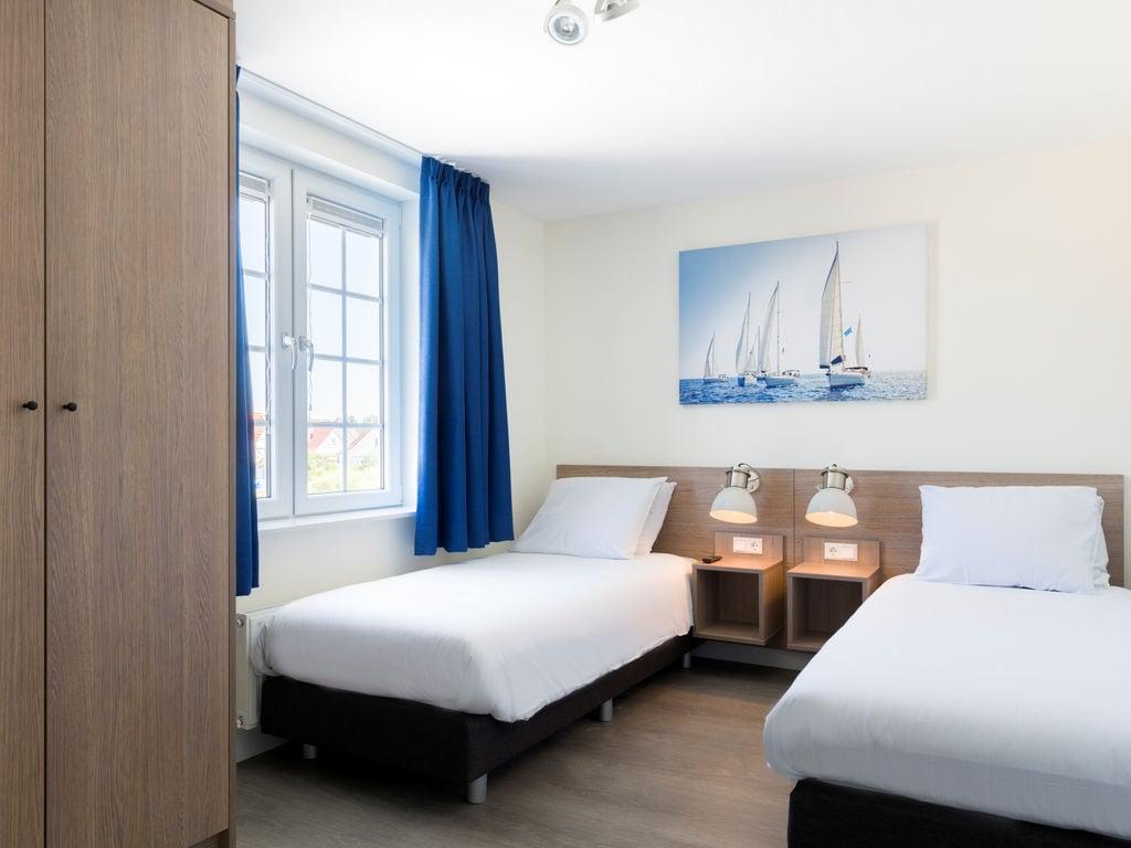 Ferienhaus Geräum., prächtige Villa mit 6 Badezimmern, Strand in 350 m (2483829), Cadzand-Bad, , Seeland, Niederlande, Bild 7