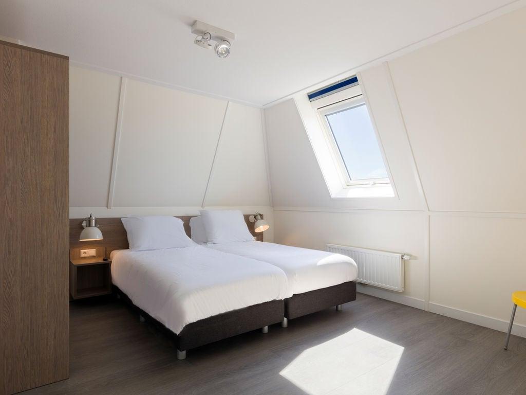 Ferienhaus Geräum., prächtige Villa mit 6 Badezimmern, Strand in 350 m (2483829), Cadzand-Bad, , Seeland, Niederlande, Bild 9