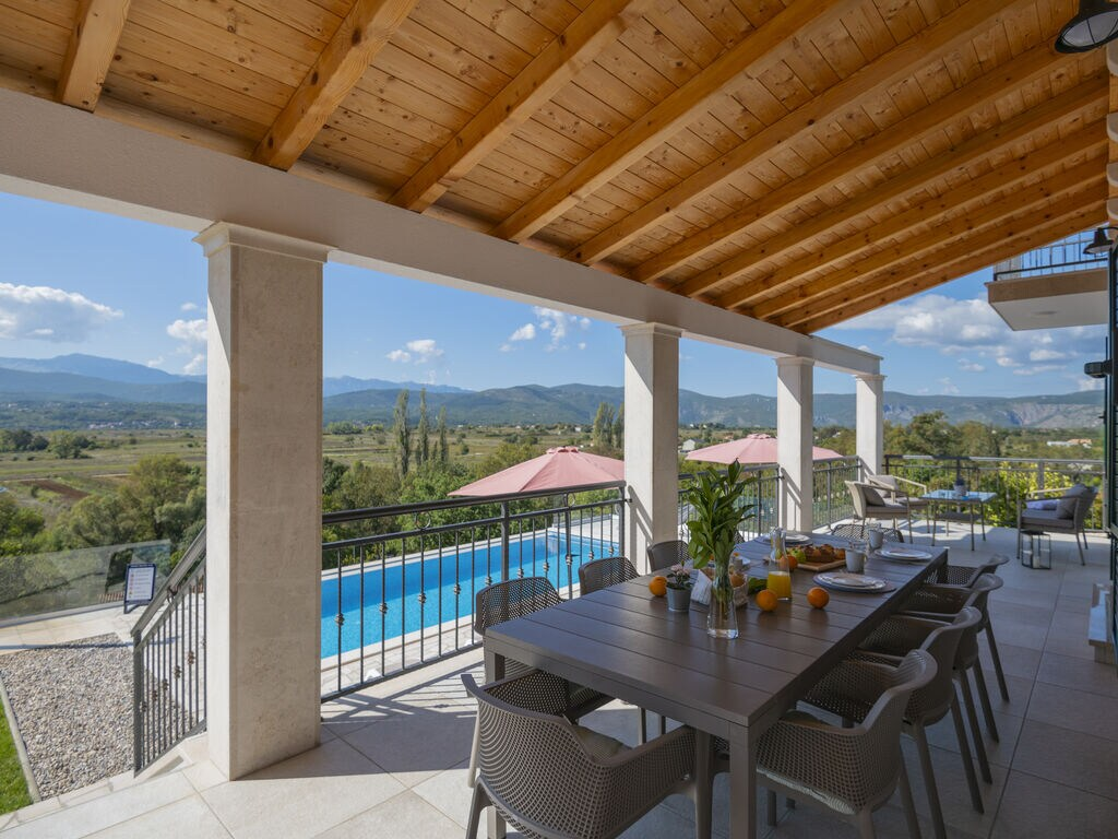 Charmante Villa in Glavina Donja mit Infinity Pool Ferienhaus