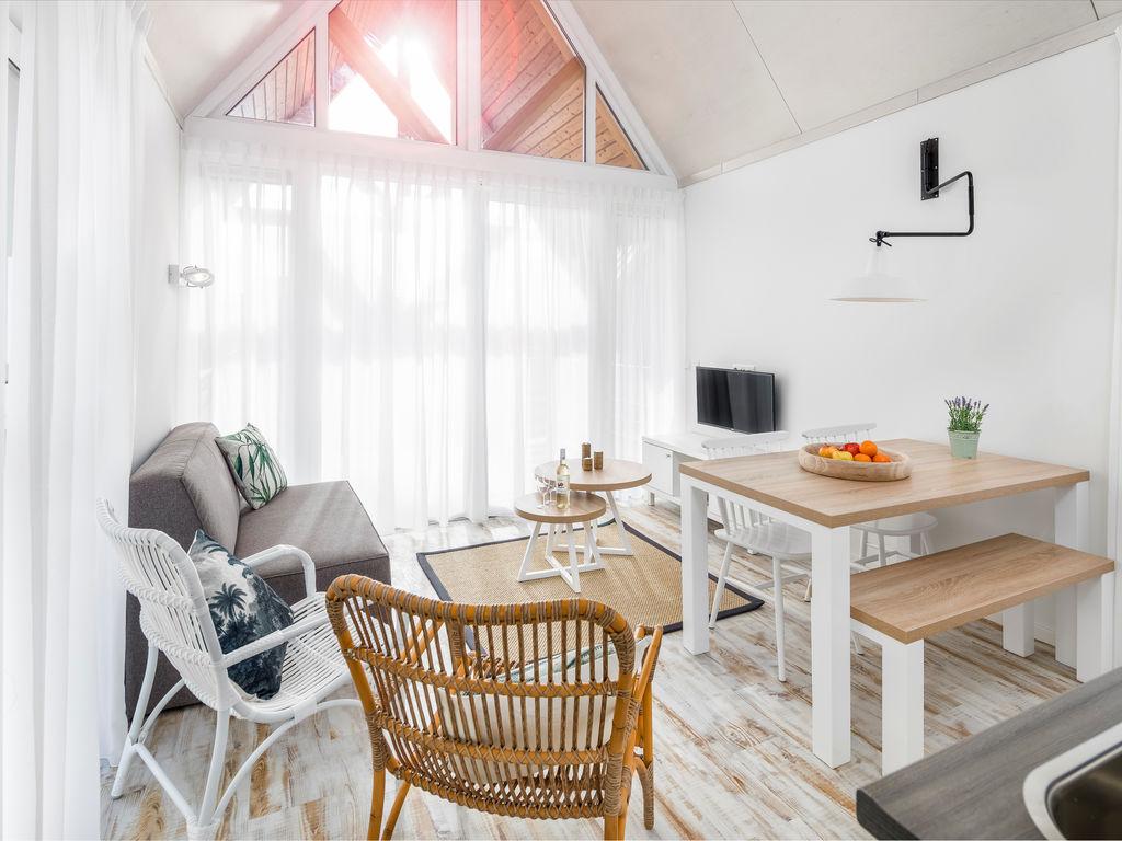 Ferienhaus Moderne Lodge mit Kombi-Mikrowelle, 500 m vom Strand entf. (2512090), Nieuwvliet, , Seeland, Niederlande, Bild 2