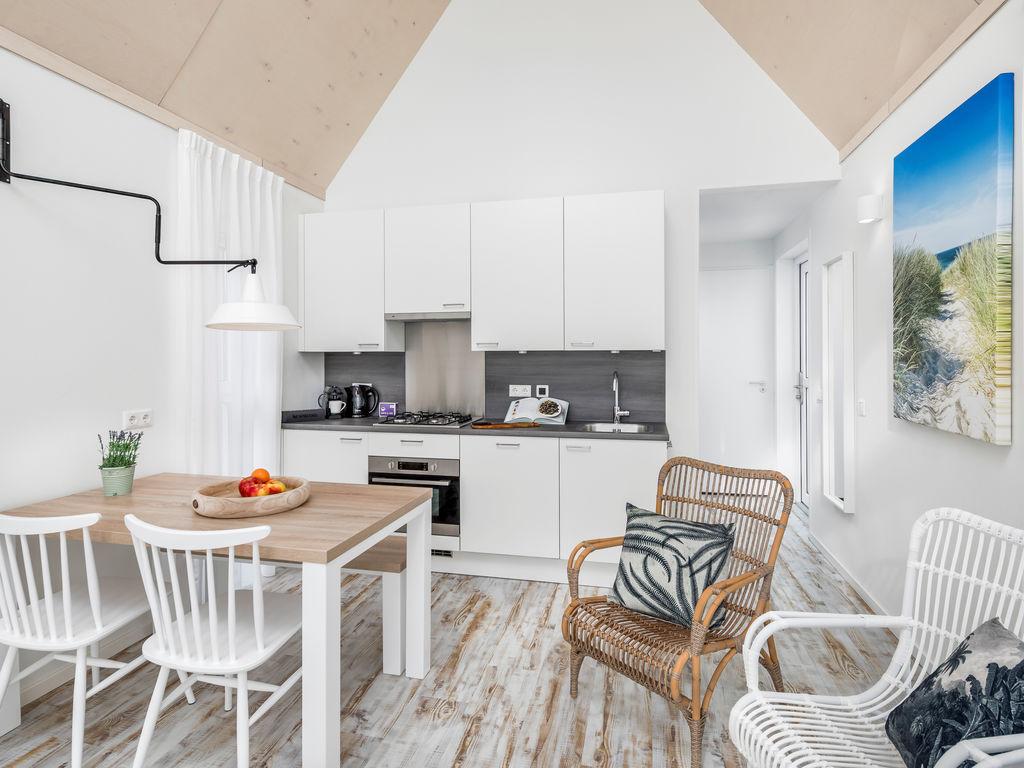Ferienhaus Moderne Lodge mit Kombi-Mikrowelle, 500 m vom Strand entf. (2512090), Nieuwvliet, , Seeland, Niederlande, Bild 5