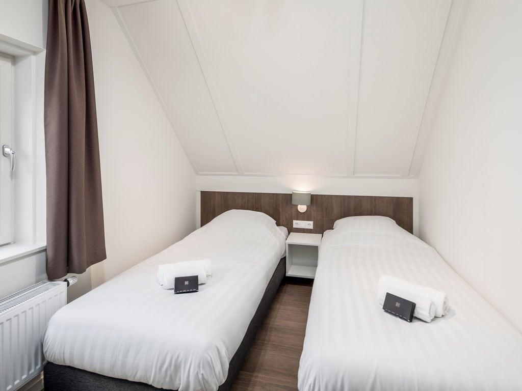 Ferienhaus Luxuriöse Villa mit Geschirrspüler, nur 500 m vom Meer entf. (2512095), Nieuwvliet, , Seeland, Niederlande, Bild 7